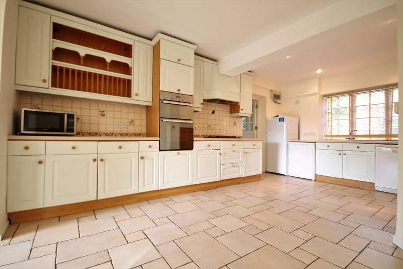 5 Bedrooms Detached House for rent in Tilford Road, Hindhead