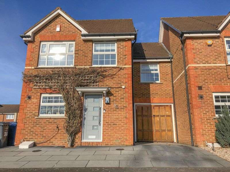 4 Bedrooms Property for sale in Colenso Drive, London