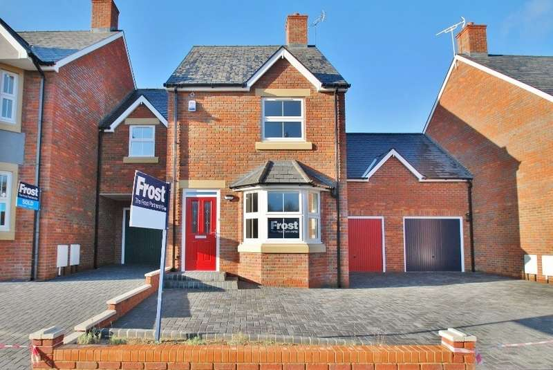 2 Bedrooms Semi Detached House for rent in Vale Road, Chesham, HP5