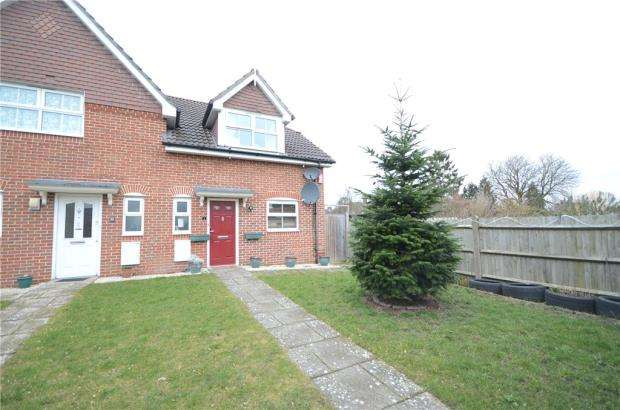 3 Bedrooms Semi Detached House for sale in Heath Close, Aldershot, Hampshire