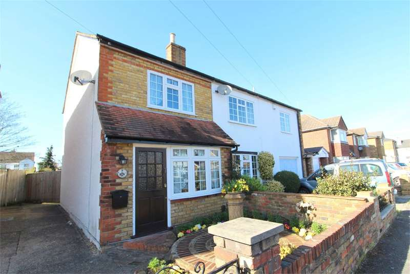 3 Bedrooms Semi Detached House for sale in Adelaide Road, Ashford, TW15
