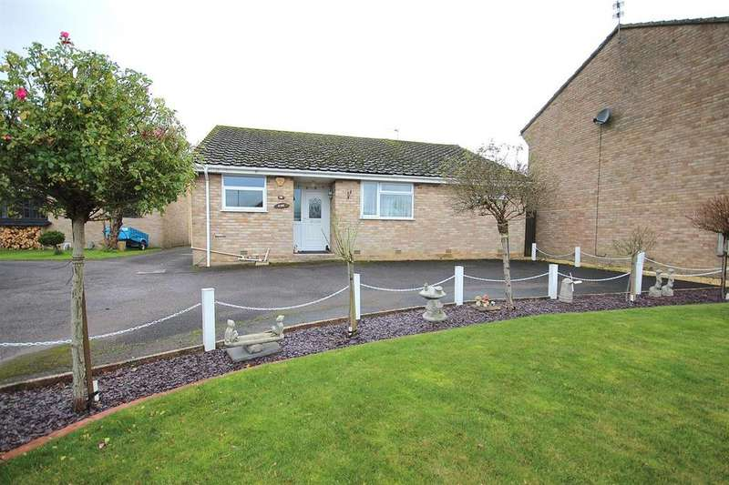 2 Bedrooms Bungalow for sale in Stour View Gardens, Corfe Mullen, Wimborne