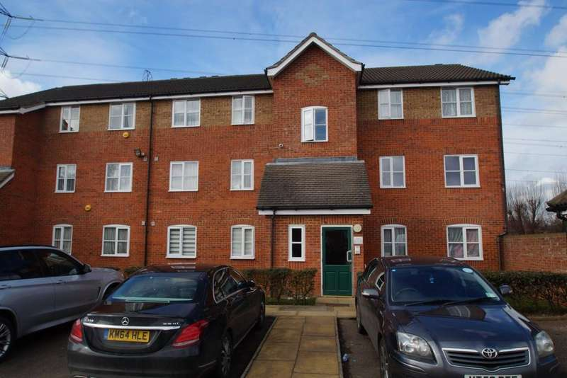 2 Bedrooms Flat for sale in Manton Road, Enfield
