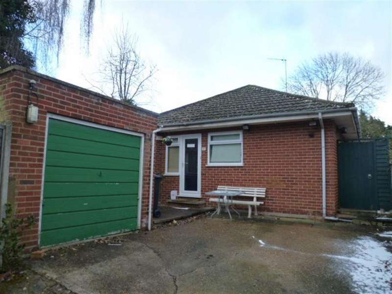 2 Bedrooms Bungalow for rent in Station Road, Kettering, Northants