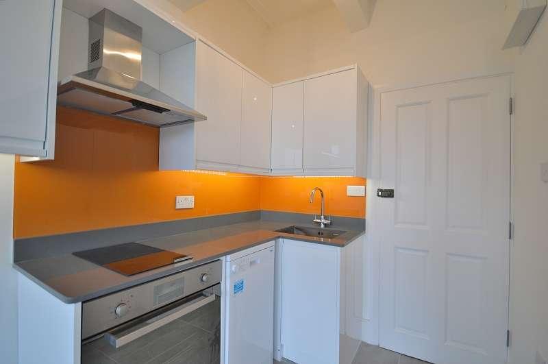 1 Bedroom Studio Flat for sale in Flat 3 Fox Lane, Palmers, London. N13