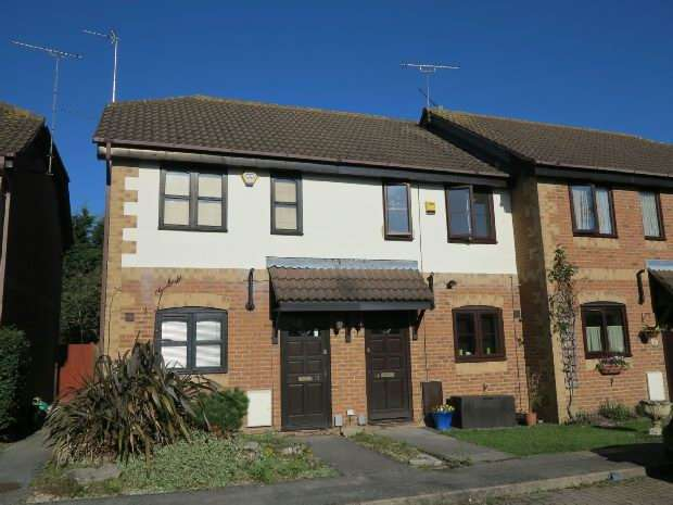 2 Bedrooms Terraced House for rent in Temple Mews. Woodley, RG5 4ST