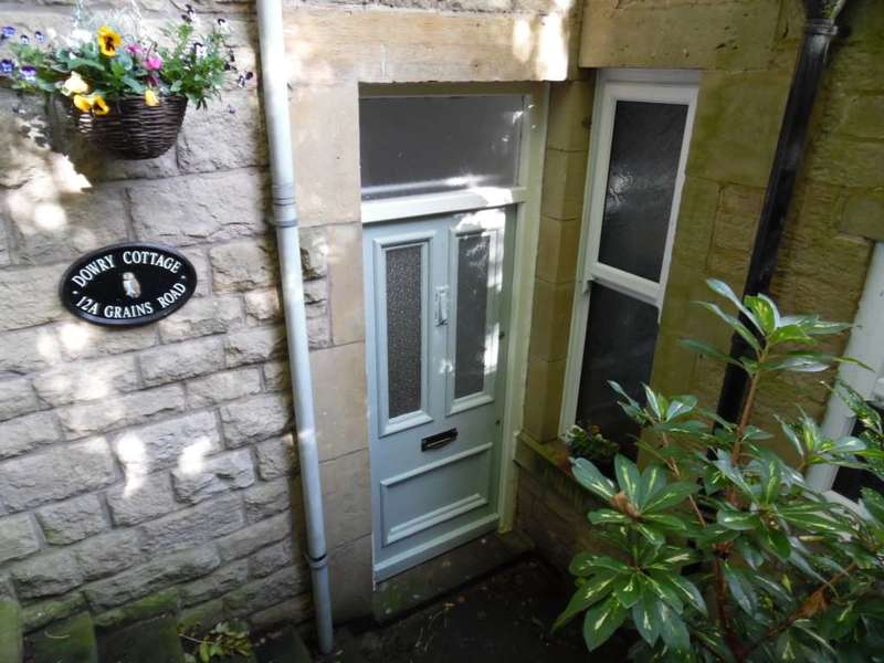 2 Bedrooms Cottage House for sale in Grains Road, Delph