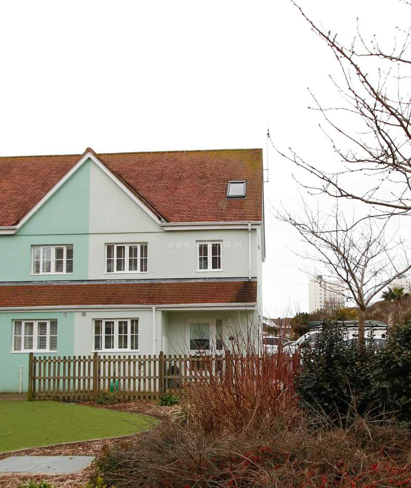 3 Bedrooms End Of Terrace House for sale in St Clement