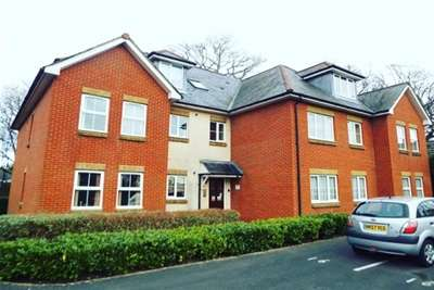2 Bedrooms Flat for rent in Deanfield Court, Bitterne SO18