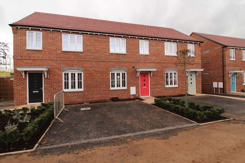 3 Bedrooms Property for rent in Laxton Close, Robins Wood Road NG8