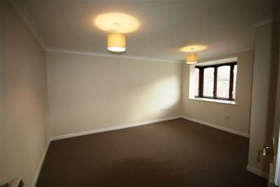 2 Bedrooms Property for rent in Wickham Close, Newington