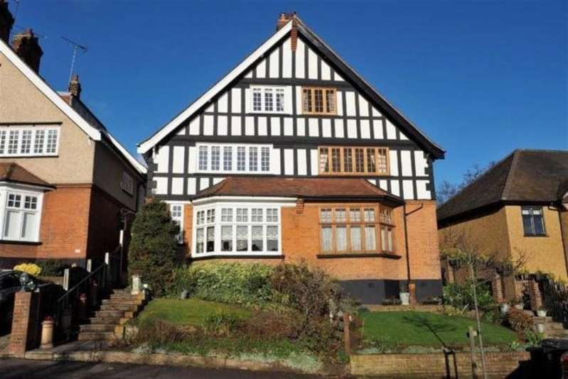 2 Bedrooms Apartment Flat for sale in Russell Road, Buckhurst Hill