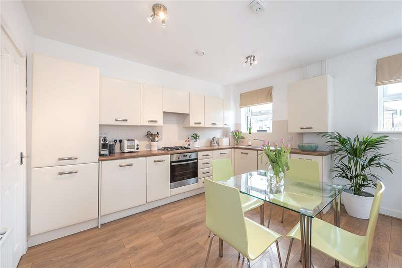 2 Bedrooms Flat for sale in Gilson Place, Coppetts Road, London, N10