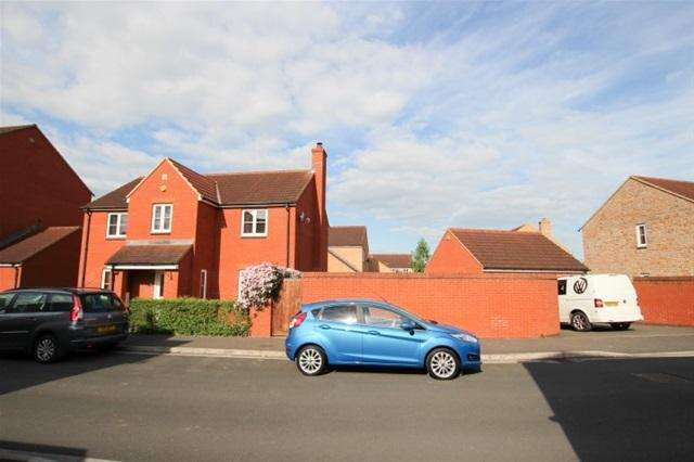 4 Bedrooms Detached House for sale in Simmental Street, Bridgwater