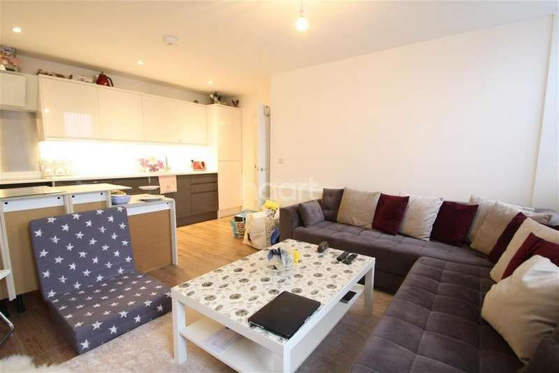 2 Bedrooms Flat for rent in Verve Apartments - Romford - RM1