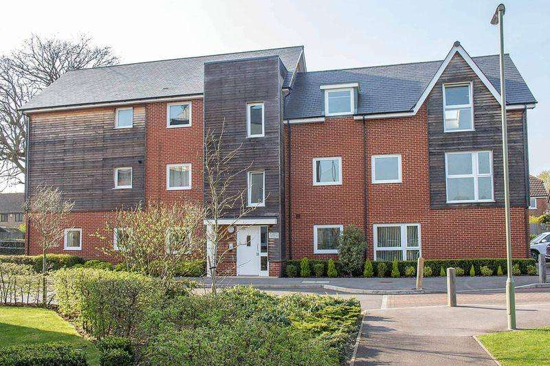 2 Bedrooms Ground Flat for sale in Totton