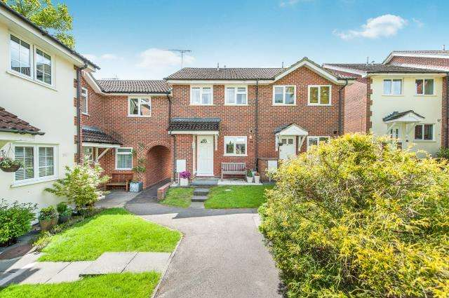2 Bedrooms House for sale in Lightwater, Surrey, GU18