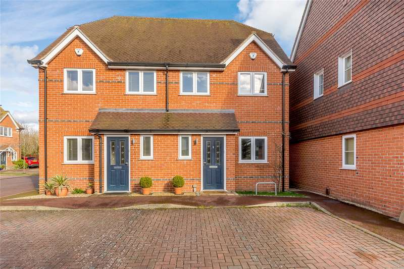 3 Bedrooms Semi Detached House for sale in Danesfield Gardens, Wargrave Road, Twyford, Reading, RG10