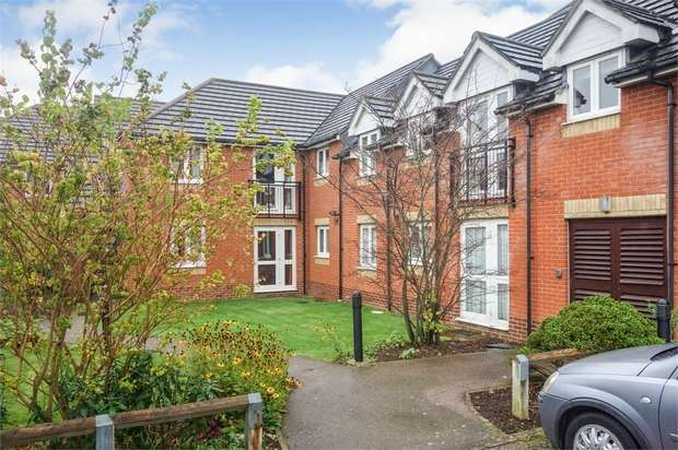 1 Bedroom Flat for sale in Willow Road, Aylesbury, Buckinghamshire