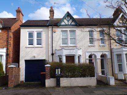 4 Bedrooms Semi Detached House for sale in Sidney Road, Bedford, Bedfordshire