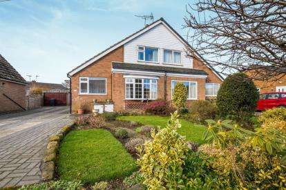 3 Bedrooms Bungalow for sale in Chain Lane, Knaresborough, .