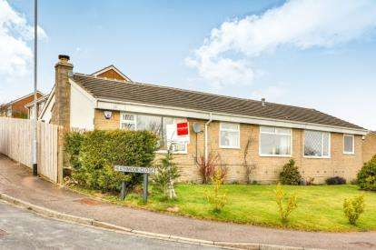 2 Bedrooms Bungalow for sale in Heathmoor Park Road, Halifax, West Yorkshire