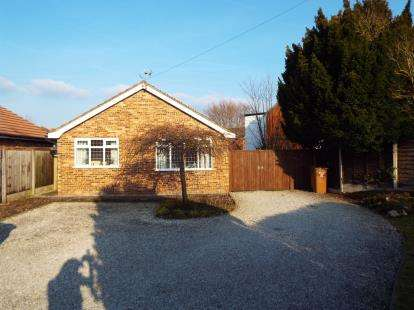 2 Bedrooms Bungalow for sale in Eastern Road, Willaston, Nantwich, Cheshire
