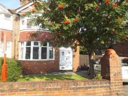 3 Bedrooms Semi Detached House for sale in Pulford Road, Sale, Greater Manchester