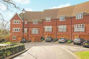 4 Bedrooms Town House for sale in Newton Park Place, Chislehurst, Kent, BR7 5BF