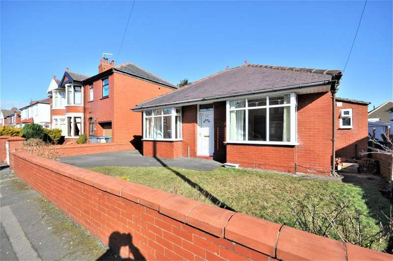 3 Bedrooms Detached Bungalow for sale in Abbey Road, Blackpool, Lancashire, FY4 2PZ