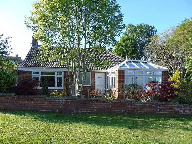 2 Bedrooms Bungalow for sale in Ash Grove, Morpeth, Northumberland, NE61 2RA