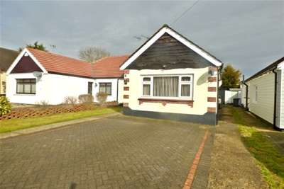 2 Bedrooms Bungalow for rent in RAYLEIGH