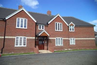 2 Bedrooms Flat for rent in YEOVIL