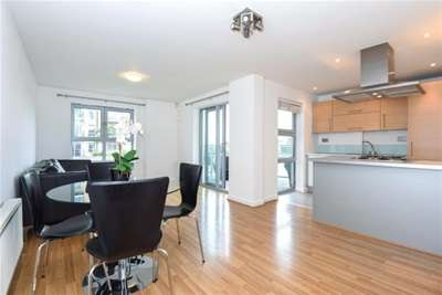 2 Bedrooms Flat for rent in Queen Mary Avenue, London