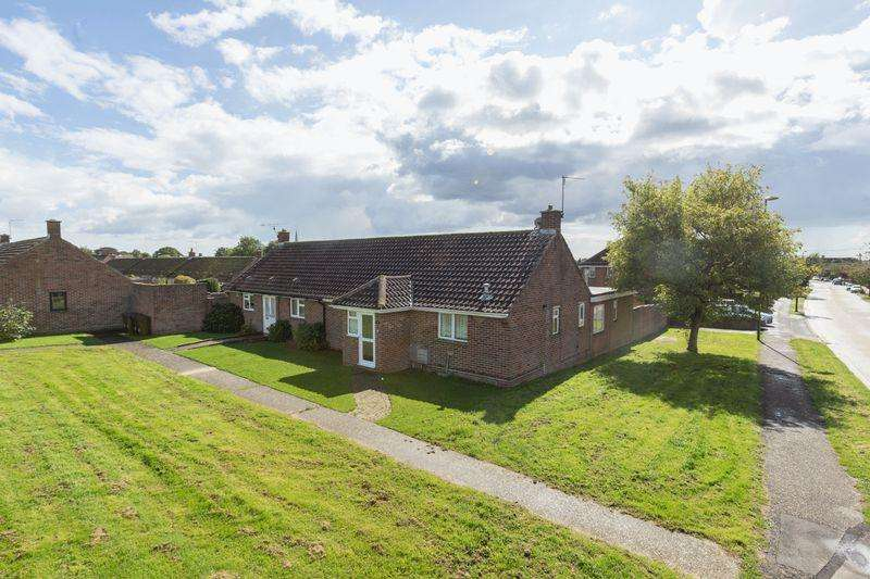4 Bedrooms Semi Detached Bungalow for sale in Duncan Road, Chichester