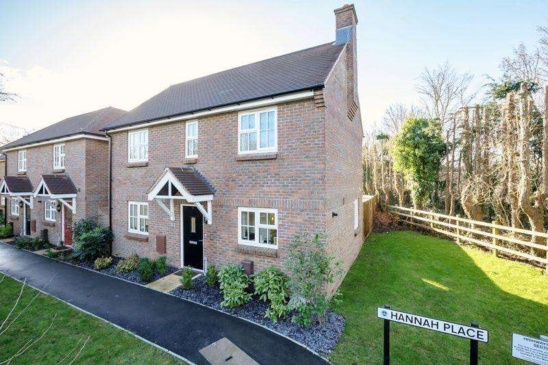 3 Bedrooms Detached House for sale in Clay Lane, Fishbourne