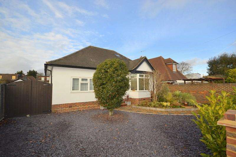 4 Bedrooms Detached Bungalow for sale in Shepperton