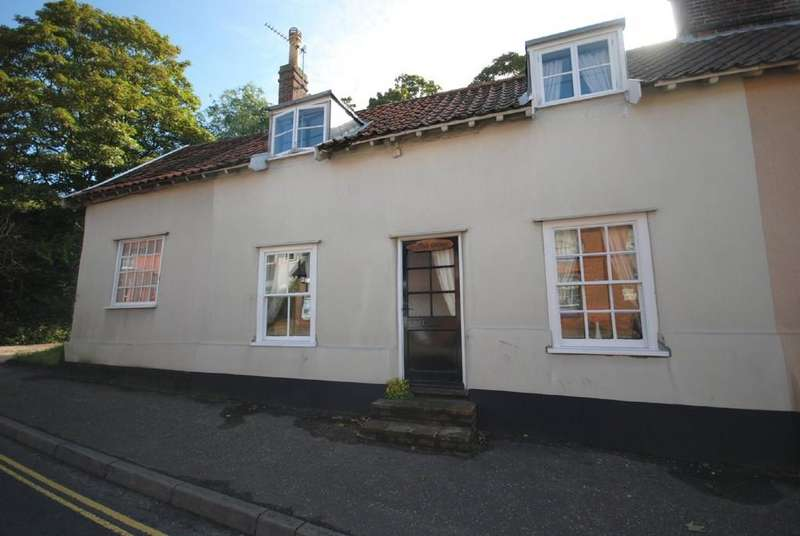 3 Bedrooms Cottage House for sale in The Street, Long Stratton