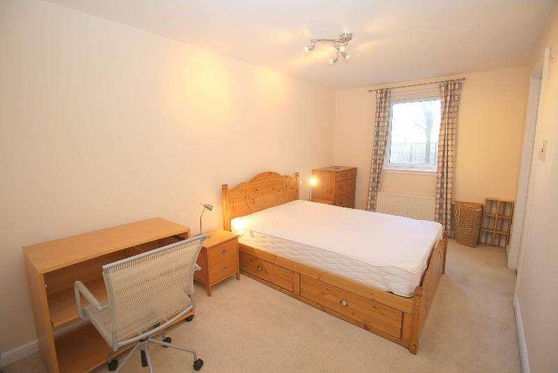 2 Bedrooms Flat for rent in Lorne Street, Leith, Edinburgh, EH6 8QP