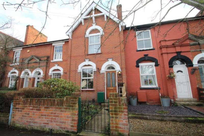 2 Bedrooms Terraced House for sale in Gladstone Road