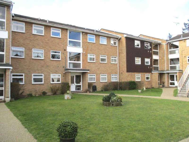 3 Bedrooms Maisonette Flat for rent in Howton Place, Bushey