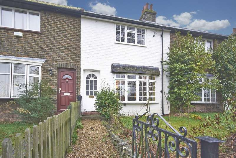 2 Bedrooms Terraced House for rent in Mill Lane, Oxted