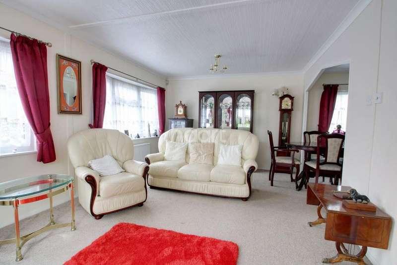 2 Bedrooms Flat for sale in Pooles Lane, Hullbridge