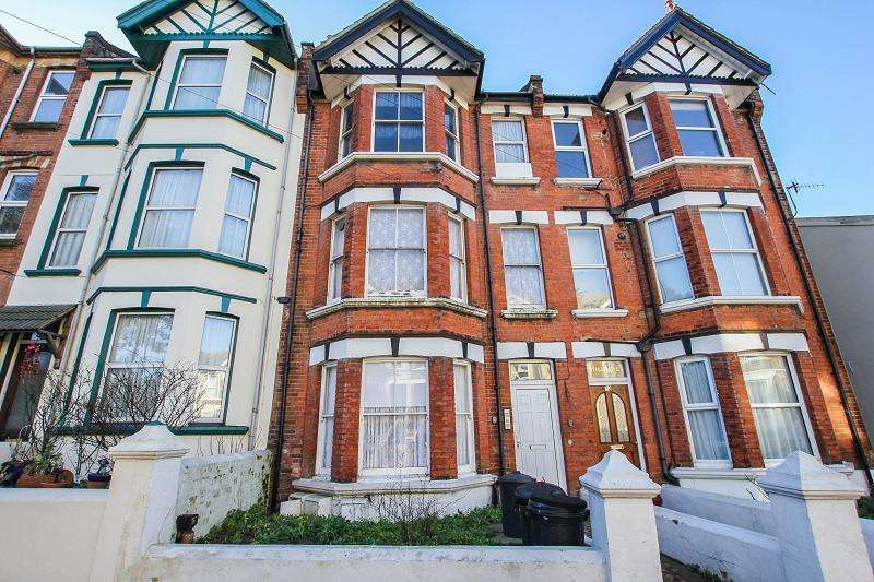 2 Bedrooms Ground Flat for sale in Wellington Road, Hastings, East Sussex. TN34 3RN