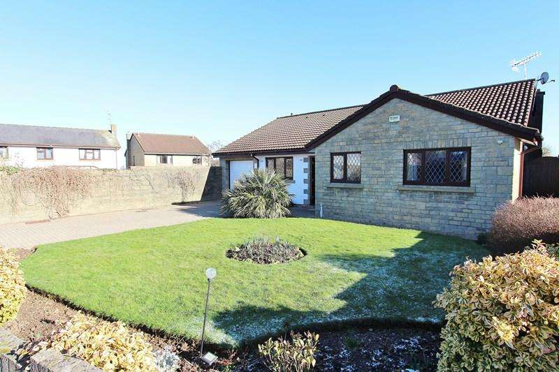 4 Bedrooms Bungalow for sale in Hardington Drive, Keynsham, Bristol