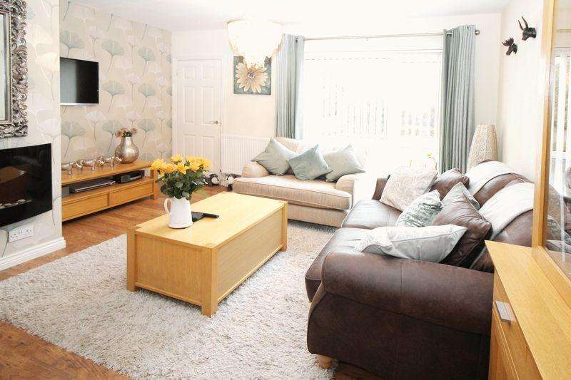3 Bedrooms Terraced House for sale in Southgate West, Crawley