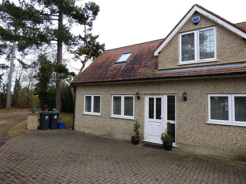 2 Bedrooms Detached House for rent in Epping Road