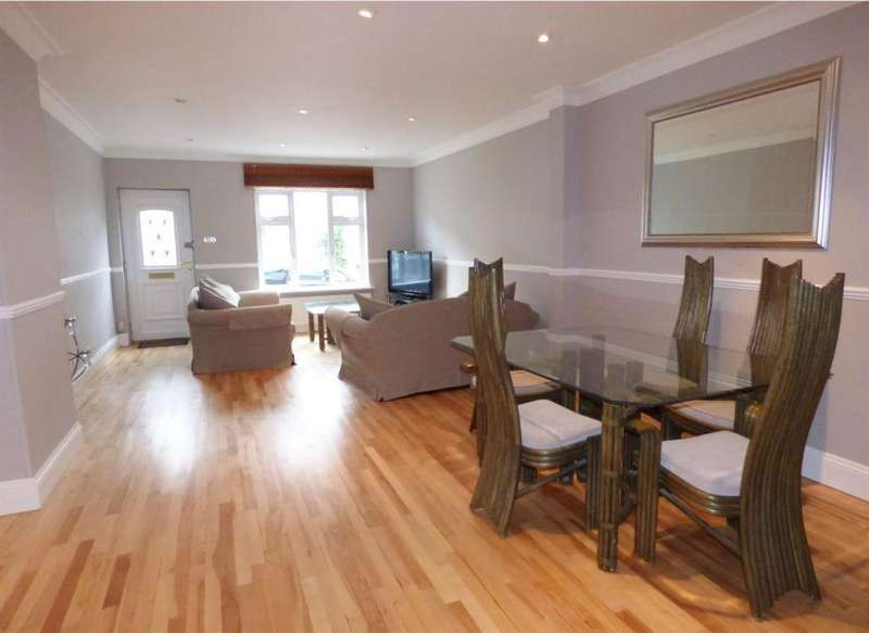3 Bedrooms Terraced House for sale in Orchard Road , Brentford , TW8