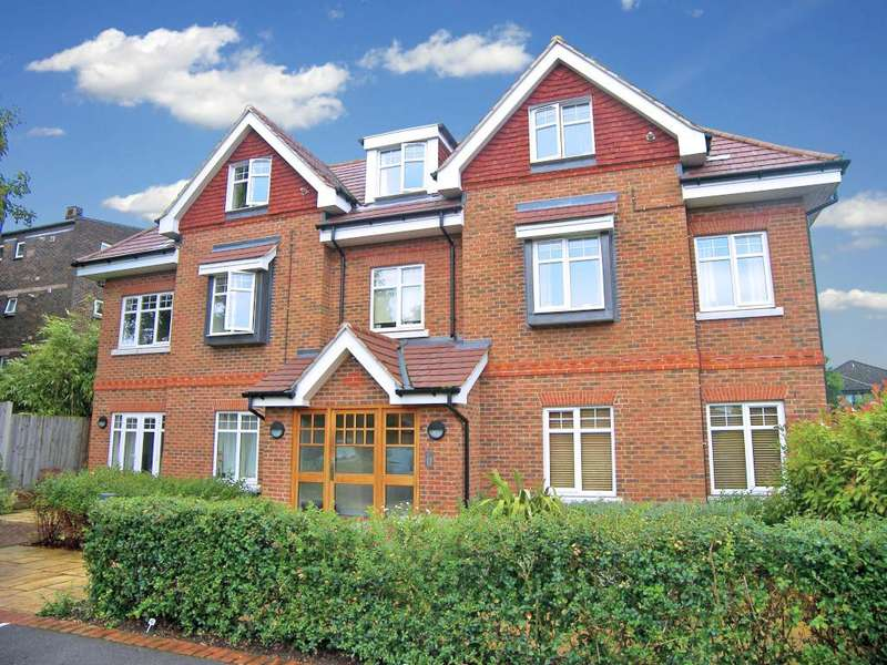 2 Bedrooms House for rent in Addlestone Park, Surrey