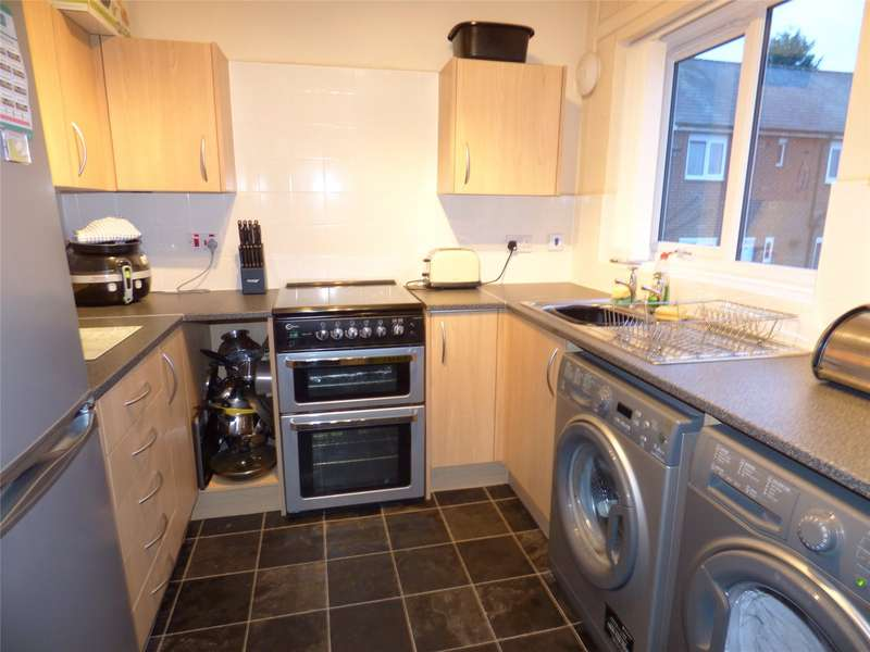 2 Bedrooms Maisonette Flat for sale in Downham Road, Heywood, Greater Manchester, OL10